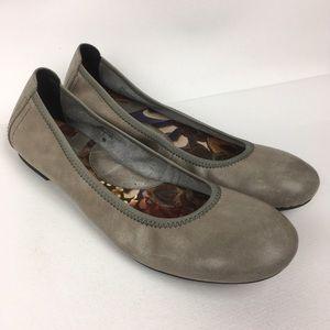 BØRN Leather Flats Women's Shoes Sz 9